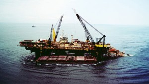 Laying of offshore pipe